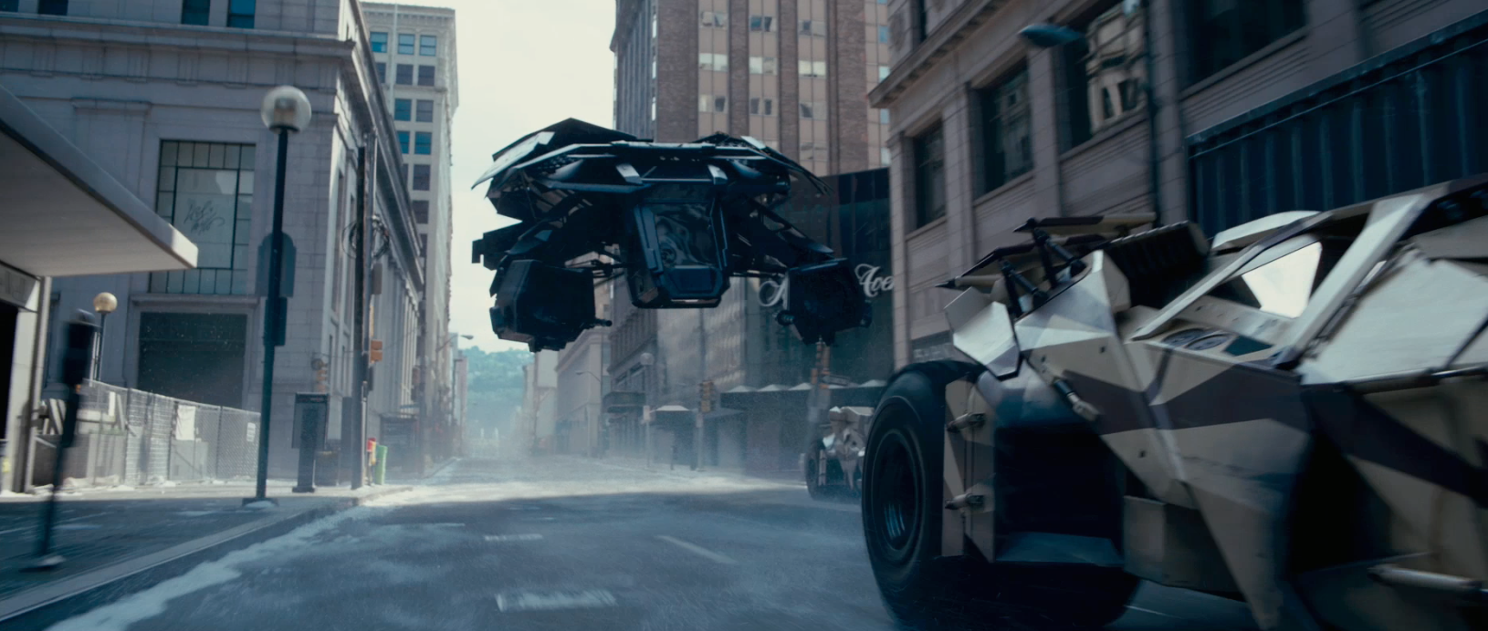 http://theshootening.files.wordpress.com/2012/01/tdkr-batwing.png